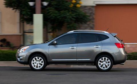 Tire, Motor vehicle, Wheel, Automotive design, Vehicle, Automotive tire, Land vehicle, Car, Alloy wheel, Automotive mirror,