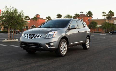 Motor vehicle, Tire, Wheel, Mode of transport, Land vehicle, Vehicle, Automotive tire, Road, Glass, Automotive mirror,