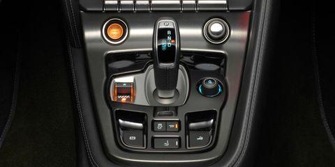 Center console, Luxury vehicle, Vehicle audio, Gear shift, Steering wheel, Steering part, Personal luxury car, Silver, Multimedia, Radio,