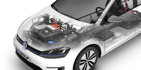 Motor vehicle, Automotive mirror, Tire, Automotive design, Automotive exterior, Vehicle, Product, Land vehicle, Headlamp, Automotive lighting,