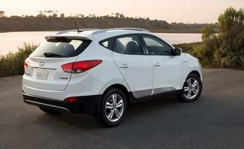 Motor vehicle, Wheel, Automotive design, Mode of transport, Vehicle, Automotive exterior, Car, Glass, Automotive tire, Rim,