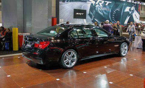 Tire, Wheel, Automotive design, Vehicle, Land vehicle, Car, Full-size car, Personal luxury car, Mid-size car, Alloy wheel,
