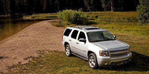 Tire, Motor vehicle, Wheel, Automotive tire, Vehicle, Natural environment, Automotive mirror, Automotive design, Automotive exterior, Land vehicle,