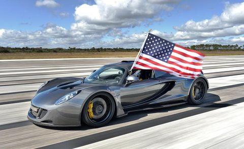 Wheel, Tire, Mode of transport, Automotive design, Vehicle, Flag, Land vehicle, Rim, Headlamp, Car,