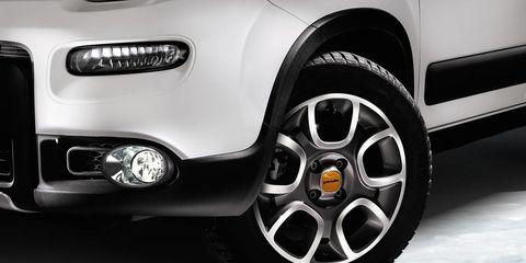 Tire, Wheel, Automotive tire, Automotive design, Automotive exterior, Alloy wheel, Automotive wheel system, Vehicle, Rim, Automotive lighting,