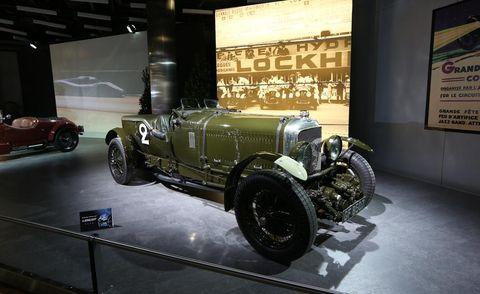 Motor vehicle, Automotive design, Mode of transport, Vehicle, Car, Antique car, Classic, Automotive tire, Automotive wheel system, Automotive lighting,