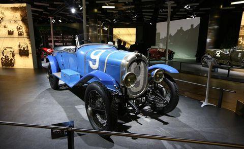 Automotive design, Mode of transport, Car, Headlamp, Classic, Automotive lighting, Antique car, Classic car, Auto part, Auto show,