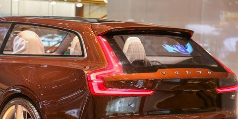 Automotive design, Automotive tail & brake light, Vehicle, Trunk, Car, Automotive exterior, Fender, Personal luxury car, Bumper, Luxury vehicle,