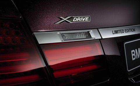 Automotive tail & brake light, Automotive design, Automotive lighting, Red, Automotive exterior, Carmine, Maroon, Parallel, Luxury vehicle, Brand,