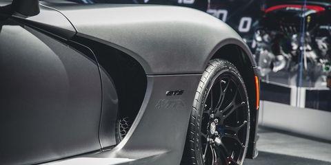 Tire, Automotive tire, Automotive design, Vehicle, Automotive exterior, Rim, Automotive wheel system, Alloy wheel, Automotive lighting, Spoke,
