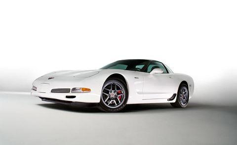 Tire, Motor vehicle, Automotive design, Mode of transport, Vehicle, Automotive mirror, Automotive exterior, Automotive lighting, Rim, Car,
