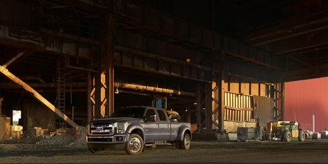 Automotive tire, Automotive parking light, Automotive exterior, Rim, Fender, Automotive lighting, Grille, Automotive wheel system, Bumper, Tread,