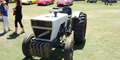 Automotive design, Automotive tire, Tread, Fender, Automotive exterior, Agricultural machinery, Rim, Classic, Machine, Tractor,