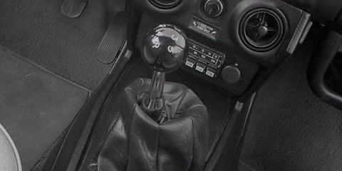 Motor vehicle, Steering part, Center console, Steering wheel, Gear shift, Black, Leather, Vehicle audio, Leather jacket, Gauge,