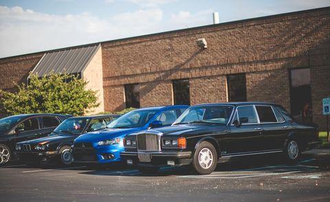 Tire, Wheel, Vehicle, Land vehicle, Automotive parking light, Automotive design, Car, Rim, Automotive exterior, Automotive tire,