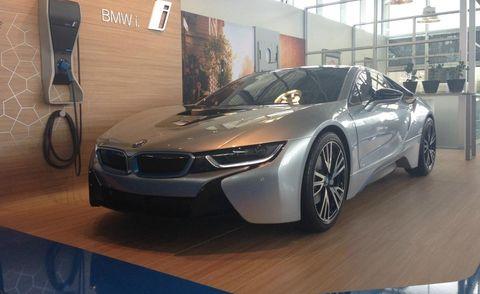 Mode of transport, Automotive design, Vehicle, Land vehicle, Car, Rim, Alloy wheel, Performance car, Personal luxury car, Fender,