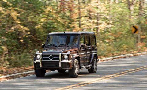 Tire, Motor vehicle, Mode of transport, Automotive tire, Automotive design, Vehicle, Automotive parking light, Automotive exterior, Transport, Road,
