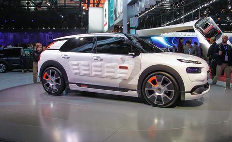 Tire, Wheel, Automotive design, Vehicle, Automotive tire, Car, Alloy wheel, Automotive wheel system, Automotive lighting, Rim,