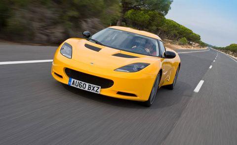Mode of transport, Road, Automotive design, Yellow, Land vehicle, Vehicle, Road surface, Infrastructure, Asphalt, Hood,