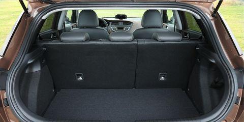Motor vehicle, Vehicle, Trunk, Vehicle door, Car, Automotive exterior, Personal luxury car, Car seat, Luxury vehicle, Family car,