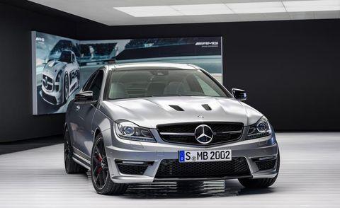 Automotive design, Vehicle, Land vehicle, Grille, Automotive exterior, Hood, Car, Automotive lighting, Glass, Mercedes-benz,
