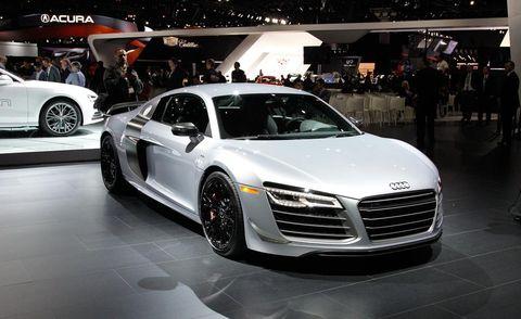 Tire, Wheel, Automotive design, Land vehicle, Vehicle, Event, Car, Personal luxury car, Grille, Alloy wheel,