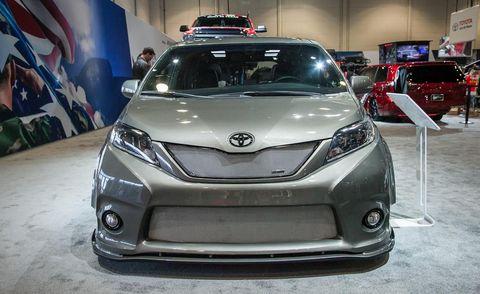 Motor vehicle, Mode of transport, Automotive design, Vehicle, Land vehicle, Headlamp, Car, Automotive exterior, Automotive lighting, Grille,