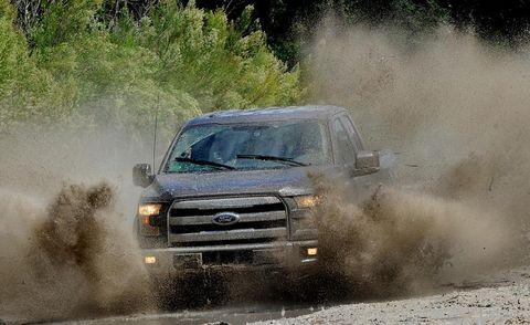 Automotive design, Vehicle, Land vehicle, Hood, Headlamp, Automotive exterior, Automotive tire, Car, Grille, Fender,