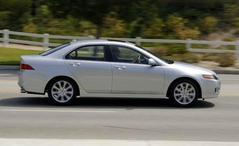 Tire, Wheel, Alloy wheel, Vehicle, Automotive design, Rim, Land vehicle, Spoke, Car, Full-size car,