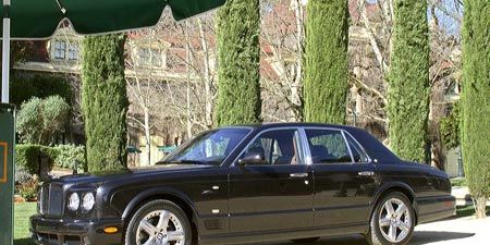 Tire, Wheel, Vehicle, Land vehicle, Automotive parking light, Car, Rim, Automotive tire, Fender, Hood,