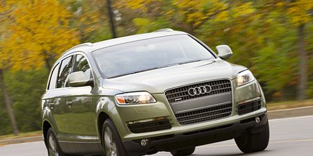 Motor vehicle, Tire, Mode of transport, Automotive design, Automotive mirror, Road, Vehicle, Transport, Headlamp, Grille,