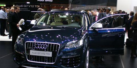 Automotive design, Vehicle, Event, Land vehicle, Car, Grille, Auto show, Exhibition, Personal luxury car, Luxury vehicle,