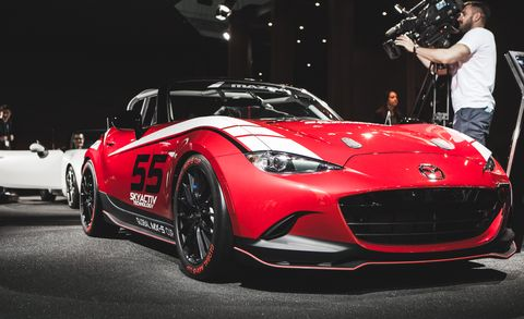 Wheel, Tire, Automotive design, Vehicle, Land vehicle, Performance car, Automotive lighting, Car, Red, Supercar,