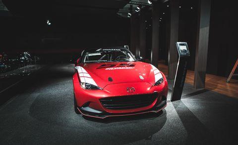 Automotive design, Vehicle, Automotive lighting, Performance car, Car, Headlamp, Supercar, Personal luxury car, Hood, Sports car,
