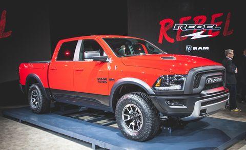 Motor vehicle, Tire, Wheel, Automotive tire, Automotive design, Vehicle, Pickup truck, Rim, Hood, Red,