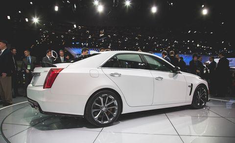 Tire, Wheel, Automotive design, Vehicle, Land vehicle, Car, Alloy wheel, Rim, Personal luxury car, Full-size car,