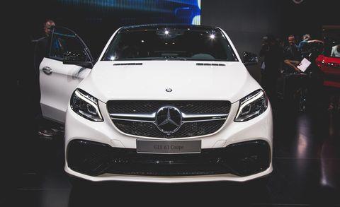Automotive design, Vehicle, Grille, Land vehicle, Mercedes-benz, Car, Automotive lighting, Headlamp, Personal luxury car, Glass,