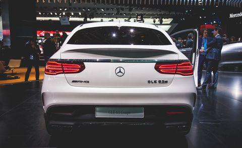 Automotive design, Vehicle, Land vehicle, Car, Automotive exterior, Personal luxury car, Automotive tail & brake light, Luxury vehicle, Automotive lighting, Vehicle registration plate,