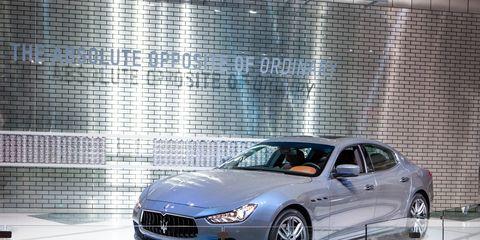 Tire, Wheel, Automotive design, Mode of transport, Vehicle, Transport, Rim, Car, Alloy wheel, Personal luxury car,