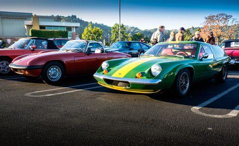 Tire, Wheel, Land vehicle, Vehicle, Car, Performance car, Sports car, Automotive parking light, Classic car, Supercar,