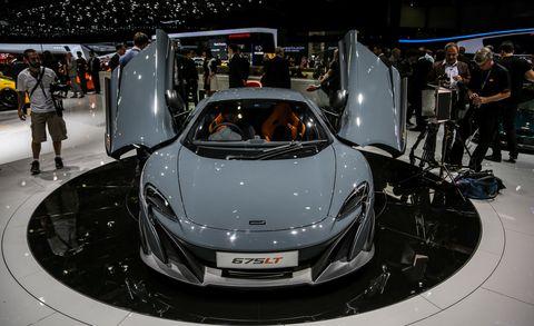Automotive design, Mode of transport, Vehicle, Event, Land vehicle, Car, Personal luxury car, Auto show, Supercar, Exhibition,