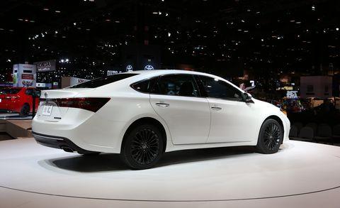 Wheel, Tire, Automotive design, Mode of transport, Vehicle, Land vehicle, Car, Full-size car, Mid-size car, Automotive lighting,