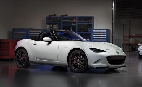 Tire, Wheel, Automotive design, Vehicle, Automotive lighting, Performance car, Automotive wheel system, Headlamp, Car, Rim,