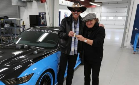 Richard Petty Mustang >> Ford And Petty S Garage Team Up To Offer 627 Hp Mustang Gts News