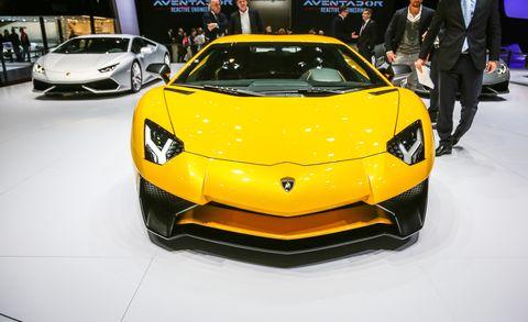 Mode of transport, Automotive design, Vehicle, Event, Yellow, Land vehicle, Transport, Car, Auto show, Supercar,