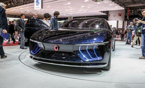 Automotive design, Vehicle, Event, Land vehicle, Car, Grille, Personal luxury car, Auto show, Exhibition, Luxury vehicle,