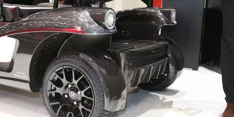 Tire, Wheel, Automotive design, Automotive tire, Vehicle, Automotive wheel system, Automotive exterior, Rim, Alloy wheel, Fender,