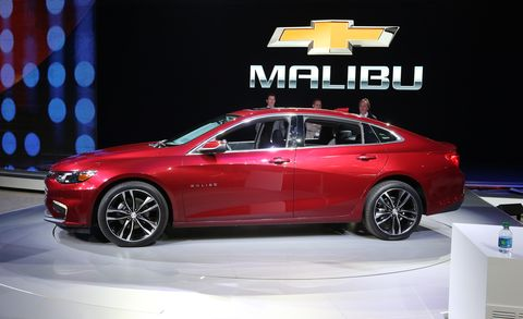 Tire, Wheel, Automotive design, Vehicle, Land vehicle, Car, Alloy wheel, Full-size car, Mid-size car, Personal luxury car,
