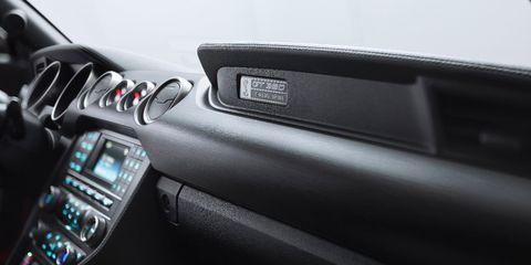 Steering part, Center console, Steering wheel, Electronics, Luxury vehicle, Windshield, Personal luxury car, Vehicle audio, Multimedia, Carbon,