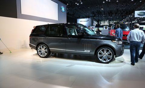 Tire, Wheel, Automotive design, Vehicle, Land vehicle, Car, Jeans, Alloy wheel, Rim, Automotive exterior,